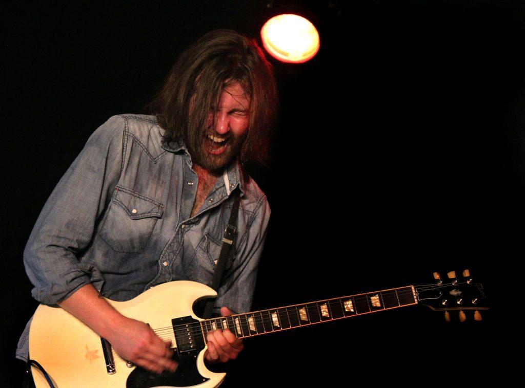 Aaron Lee Tasjan. Rolling Rootsy Revue, Löderup 2017-07-02. Foto copyright Charley Nilsson,
